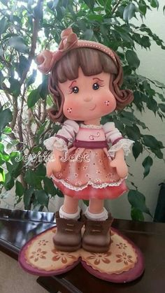 *SORRY, no information as to product used Polymer Clay Dolls, Polymer Clay Projects, Porcelain Clay, Cold Porcelain, Handmade Crafts, Diy And Crafts, Doll Face Paint, Clay Ornaments, Fondant Figures
