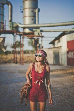... En tecnicolor ...  Una #cinta que destaca por su combinación de #colores cálidos y su comodidad por su confección en #seda fría. Tan versátil como fresco, te acompañará en multitud de ocasiones.  Uno de nuestros modelos más solicitados, (Georgia) antes 24,90€ , ahora 14,90€. Entra en http://grettandhipp.com/ y elige el tuyo.   Feliz sábado Equipo Grett & Hipp  #Grettandhipp #Cintas #CintasGrett #Complementos #Diademas #Fiesta #Moda #Plumas #Strass #Brillos #Turbantes #Pañuelos #Raso…