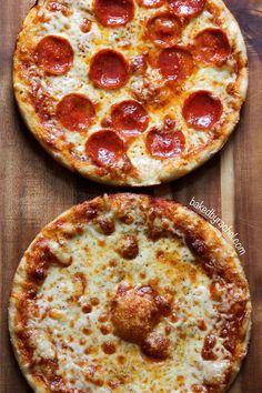 Easy homemade three cheese pan pizza aka classic New England bar pizza! I Love Pizza, Good Pizza, Pizza Rica, Chefs, Comida Pizza, Pizza Recipes, Cooking Recipes, My Favorite Food, Favorite Recipes