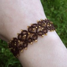 Tatted Bracelet - OOOOoOooo I think I can do this one! Looks simple enough!