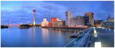 """Der Medienhafen in Düsseldorf mit den modernen """"Frank Gehry"""" Bauten.  Panorama Foto hochauflösend auf Leinwand oder Acrylglas bei uns.  http://www.panorama-düsseldorf.de"""