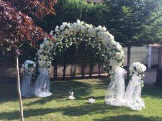 Florile sunt ca dragostea, ele aduc culoare în lumea ta ... Fiecare nuntă pe care o realizăm este unică folosind o abordare sezonieră, reunim cea mai puternică și mai frumoasă combinație de flori. Arcadele de nunta va va ajuta sa realizati nunta visurilor dumneavoastra si sa va creati aspectul perfect pe care l-ati imaginat.