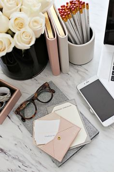 Inspiring Feminine Home Office Decor Ideas For Your Dream Job - Home.Decor - Home Office Fall Inspiration, Motivation Inspiration, Business Inspiration, Feminine Home Offices, Feminine Office Decor, Desk Space, Workspace Desk, Desks, Office Workspace