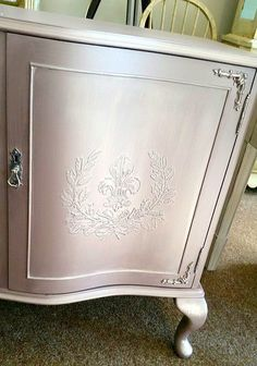 Pearl Plaster was combined with a little Scumble to create this shimmery finish. Fine Stone and Pearl Plaster were pushed through our Fleur & Laurel Stencil to get a raised effect on the doors. The dresser was finished off with Silver Foil accents using Leaf & Foil Size! So beautiful....