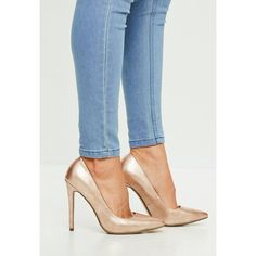 Missguided Gold Vinyl Pumps (745 MXN) ❤ liked on Polyvore featuring shoes, pumps, pink, gold shoes, pink shoes, pointy-toe pumps, high heel stilettos and pointy toe stiletto pumps