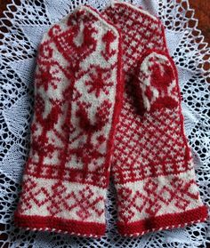 Aino mittens Knitting Designs, Knitting Stitches, Norwegian Knitting, Sweater Mittens, Fingerless Mitts, Mittens Pattern, Wrist Warmers, Fair Isle Knitting, How To Purl Knit