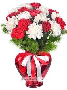 Kalp Vazoda Karanfiller çiçekhttp://www.cicekvitrini.com/cicekler/atasehir-cicek-siparisi