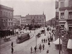 Der Berliner Alexanderplatz 1903; in der Bildmitte das Grand Hotel, ganz rechts die Tabakwarenfabrik von Loeser  Wolff.