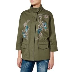 Jacket in cotton canvas, with 3/4 sleeves, dropped shoulders and high standing collar with snap buttons. Frontal closure with zip and hidden automatic buttons, also seen at cuffs. Two flap pockets at front sides and a drawstring at waist, adjustable to taste. The piece features embroidery at front that pairs with contrasting thread and shiny beads. Versatile piece, combining a delightful floral decor with the classic parka jacket style.