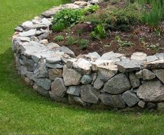 So I have actually sourced 66 of the most innovative garden edging ideas that will certainly set your garden apart. Several of them are high-end and also uber contemporary, others low-cost and also happy! - Home Decoration Landscape Stone, Garden, Backyard Landscaping, Dry Stack Stone, Garden Wall, Landscaping With Rocks, Garden Edging, Backyard, Garden Stones