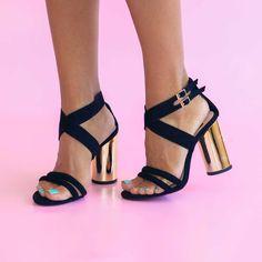 Sandale de dama Mineli Celestesunt realizate din piele naturală ]ntoarsăși toc auriu. Se pot realiza pe diferite culori. Înălțime toc: 9 cm Boutique, Stuart Weitzman, Heels, Fashion, Sandals, Heel, Moda, La Mode, Boutiques