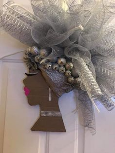 Diy Christmas Gifts For Family, Christmas Wreaths, Diy Wreath, Wreath Making, Selling Crafts Online, African Christmas, Black Wreath, Flip Flop Wreaths, Diy And Crafts