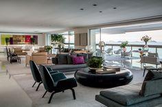 O mix entre clássico e contemporâneo define o décor desta residência de mil m² no Rio de Janeiro. Projeto Roberto Migotto.