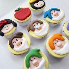 Mini cupcake Branca de Neve e os sete anões, recheado com brigadeiro ou doce de leite. ENVIO PELO CORREIOS, PARA FORA DA CIDADE DE SÃO PAULO, SOMENTE SEDEX 10 E SEDEX 12 PESO APROXIMADO