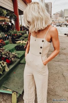 Casual and cute beige jumpsuit.
