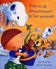 Tom en de dinosaurussen in het museum   pluizer