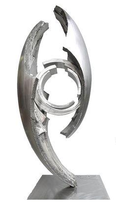 Современная скульптура из металла