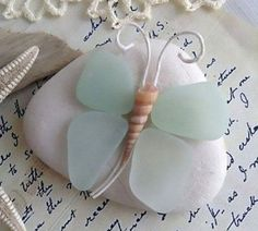 15 Fast Facts That Will Make You a Sea Glass Expert Sea Glass Beach, Sea Glass Art, Sea Glass Jewelry, Sea Glass Decor, Shell Beach, Beach Stones, Fused Glass, Stained Glass, Sea Crafts