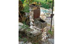 Une fontaine maçonnée avec vasque en pierre - http://www.systemed.fr/realisations-lecteurs/roulotte-haute-couleur,1728.html