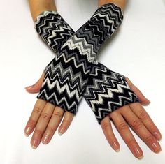 Fingerless Gloves. Black Gray and White por AtufaAccessories, $25.00