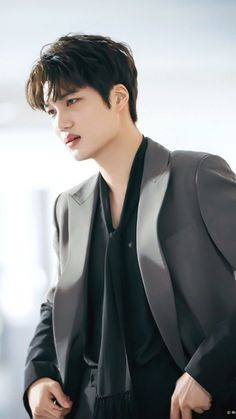 Hottttttttttttttt Why he look so hot in this pic I'm already exited for his new drama