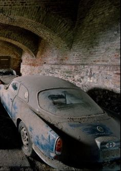 Abandoned....♠️ I'm sure this an Alfa Roemo Gulia Sprint +/- 1960's