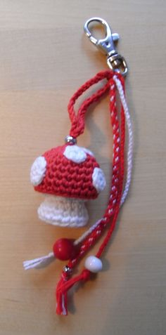 crocheted fly agaraic (toadstool) based on Anna Paula's pattern little stump (www.amigurumipatterns.blogspot.de) and the rest is made with kumihimo technic.