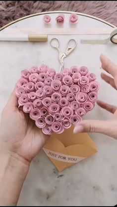 The perfect paper craft for your boyfriend / girlfriend Diy Crafts Hacks, Diy Crafts For Gifts, Easy Diy Crafts, Diy Arts And Crafts, Diy Crafts Videos, Creative Crafts, Diy Videos, Cool Paper Crafts, Paper Flowers Craft