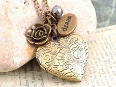Colar relicário coração