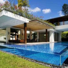 Ö the pool. House in singapore. By guz architects.