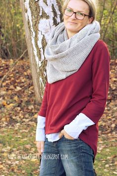 Uni mag ich besonders im Herbst und Winter.Schlichte Schnitte. Hemd drunter, Schal drüber. Schick!Steife nasskalte Brise beim Fotografieren...Stoff: sweat