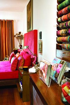 Home Decor Furniture, Home Decor Bedroom, Home Furnishings, Living Room Decor, Diy Home Interior, Room Interior Design, Interior Decorating, Indian Room Decor, Small Balcony Decor