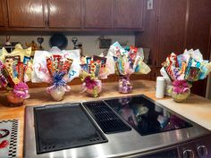 Mothers day Candy bouquet Mother's Day Bouquet, Candy Bouquet, Candy Crafts, Fun Crafts, Edible Gifts, Basket Ideas, Craft Gifts, Gift Baskets, Bouquets
