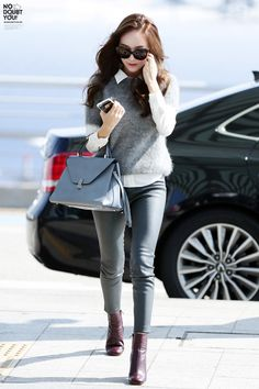 Jessica Jung at Incheon Airport Heading To Beijing Snsd Fashion, Girl Fashion, Fashion Outfits, Womens Fashion, Fashion 2015, Korean Airport Fashion, Korean Fashion Summer Casual, Jessica Jung Fashion, Airport Style