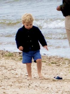 thecambridgees: Prince George celebrated the morning of his 2nd birthday at the beach, July 22, 2015