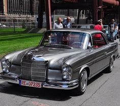 Stunning color combo By Nico Benz -------------------------------------------- #w111 #color #combo #elegance #classicbenz #retrobenz #mercedesw111 #mbclassic #mbvintage #stuttgart #drivetastefully #dasbesteodernichts #mercedesw112 #220se #250se #280se #300se #300_benz #300benz #w111coupe #w111 #w112 #w112coupe #w112cabrio