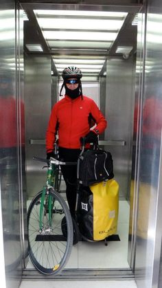 Winter Commute #burley #bike #travoy Cycling Clothing, Cycling Outfit, Burley Travoy, Winter Cycling, Commuter Bike, Outdoor Outfit, Golf Bags, Bicycles, Action