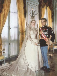 Grace Kelly's Wedding Dress - Stunning Long Sleeved Wedding Dress