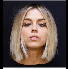 Daily Dry Shampoo pins the best blonde hair inspiration! Short Haircut For Round Faces, Round Face Haircuts, Hairstyles For Round Faces, Bob Hairstyles For Thick Hair, Medium Hairstyles, Formal Hairstyles, Visage Plus Mince, Pinterest Hair, Great Hair