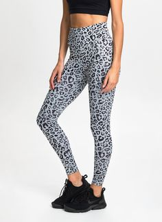 Made from our exclusive Cool Touch fabric with added Lycra® stretch, these seamless sides leggings offer cotton-like comfort alongside a flattering fit, quick-drying qualities and superior durability. Features a wide dual-layer waistband designed to enhance support around the lower abs and hips. Features AVE exclusive Animal print.
