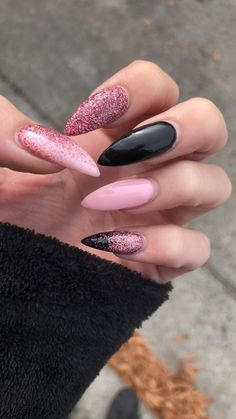 Try the UV Gel Manicure!- Wear perfect and shorter or longer nails according to your convenience, thanks to our advice! Stylish Nails, Trendy Nails, Almond Nails Designs, Nagellack Trends, Fire Nails, Best Acrylic Nails, Dream Nails, Nagel Gel, Perfect Nails