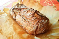 Kenyérsütő karrieremet ezzel a kenyérrecepttel kezdtem, mivel a leírása annyira egyszerűnek tűnt, hogy nem riasztott el elsőre sem. Úgyhogy bátran ajánlom mindenkinek, aki otthon szeretné saját kezűleg készíteni a betevő falatot! ;)