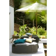 Buy the Pouf Full Moon from Trimm Copenhagen, on Made in Design - 48 to 72 hours delivery. Garden Furniture, Home Furniture, Furniture Design, Outdoor Furniture, Indoor Outdoor, Outdoor Spaces, Outdoor Decor, House Doctor, Outdoor Cushions