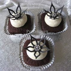 Chocolate cupcakes with white chocolate frosting :)