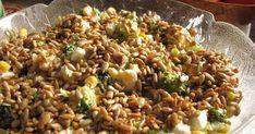 Przepis na sałatkę dostałam od przemiłej Pani doktor :)) Jestem fanką sera feta, więc dużo mi nie trzeba było, a jeszcze sałatka, oj od ... Cooking Recipes, Healthy Recipes, Feta, Superfoods, Fried Rice, Vegan Vegetarian, Mozzarella, Risotto, Grilling