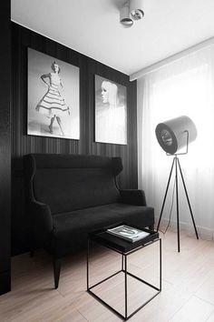 Sử dụng những hình ảnh của các nhiếp gia nổi tiếng treo trên tường nhà, ghế sofa và đèn cách điệu, tất cả đều lấy cảm hứng từ nội thất của một studio sang trọng