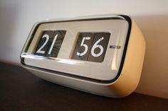 SOLARI UDINE HORLOGE OROLOGIO CIFRA 5 GINO VALLE CARTELLINI CLOCK 1956 VINTAGE Digital Clocks, Flip Clock, Nice Things, Decoration, Gin, Craftsman, Lamps, Solar, Mid Century