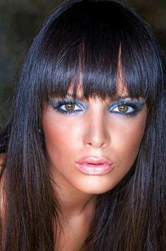 blue eye shadow with hazel eyes. Gorgeous.