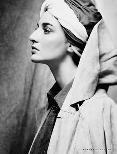 Exquisit model Erin O'Connor is featured in April 2010 issue from Harper's Bazaar Russia. The editorial captures a dark and exotic frame of Erin O'Conner draped