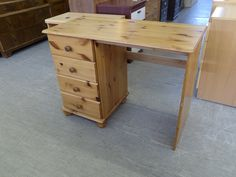 Pine Desk / Dressing Table Good Condition with 4 Drawers H-75cm W-100cm D-47cm Local Delivery Available £35 (PC383)